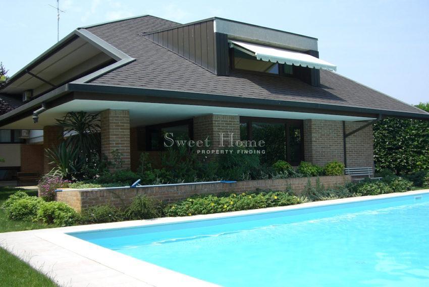 Casa Udine lato nord con piscina