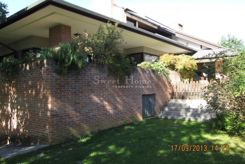 Casa via Chiesa giardino lato est